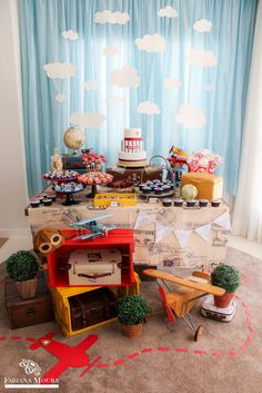 Projeto lindo feito para o querido Rafa que é um super fã de seus aviões e tudo que remete à este universo. Adoro as cores e simplicidade d... Planes Birthday, Planes Party, Baby Boy 1st Birthday, 1st Birthday Parties, Baby Party, Baby Shower Parties, Baby Shower Themes, Baby Boy Shower, Baby Shower Decorations