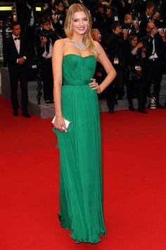 Oh I love this simple and elegant green dress at the Cannes 2012 - Lily Donaldson - Day 10 (montée des marches Cosmopolis)