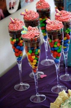 Fun Decoration For Teen Birthday Party - Party Time! - Fun Decoration For Teen Birthday Party - 13th Birthday Parties, Birthday Party For Teens, Sweet 16 Birthday, 16th Birthday Ideas For Girls, Teenage Girl Birthday, Teen Birthday Cakes, Birthday Cake Girls Teenager, Birthday Sweets, 15th Birthday
