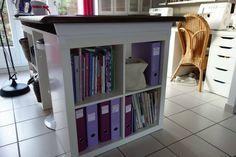 Aménager son atelier (1) : la table de découpe [Tuto inside] - Le Temps de Vivre... Coin Couture, Decoration, Bookcase, Shelves, Place, Room, Sewing, Diy, Home Decor