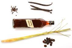 Homemade Bitters Recipe, Homemade Vanilla, Homemade Food, How To Make Bitters, Aromatic Bitters, Cocktail Bitters, Cocktail Book, Cocktail Club, Liqueurs