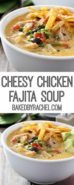 Cheesy slow cooker chicken fajita soup recipe from (Crockpot Chicken Fajitas) Slow Cooker Huhn, Slow Cooker Soup, Slow Cooker Recipes, Cooking Recipes, Healthy Recipes, Curry Recipes, Easy Recipes, Fajita Soup Recipe, Chicken Fajita Soup