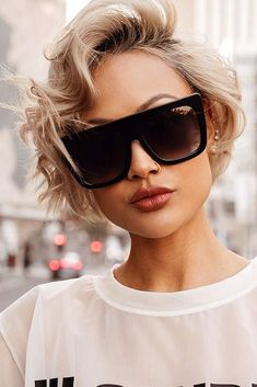 Side Parted Look #shortwavyhair #wavyhair #shorthair #bobhaircut #blondehair ❤️See the ways on how to get easy wavy hair styles 2018 prepared for you! Here you can find a trendy pixie with layers, bob with bangs, and lots of cool wavy cuts for women. ❤️ See more: http://lovehairstyles.com/ways-how-to-style-short-wavy-hair/ #lovehairstyles #hair #hairstyles #haircuts