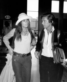 Robert Evans, Ali MacGraw, James Caan Premier of The Godfather USA - 1972 This is a PR photo. WENN does not claim any Copyright - photos on Ali Macgraw, Hot Actors, Hot Actresses, Tomboy Look, Louise Brooks, Robert Evans, Famous Couples, Glamour, Steve Mcqueen