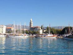 Split ist das wichtigste urbane, kulturelle und Verkehrs Zentrum von Dalmatien. Die Stadt ist mit ihren  1700 Jahren, einer Vielfalt an archäologischen, historischen und kulturellen Denkmälern, unter denen einen wichtigen Platz der berühmte Diokletianpalast hat, der der Kern der Stadt ist, ein Teil des Weltkulturerbes von UNESCO. Die Stadt besitzt Attraktionen und  Wärme einer modernen Stadt am Mittelmeer.
