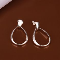 wholesale 925 sterling silver earrings,925 silver fashion jewelry waterdrop stud Earrings for women SE352 http://www.thesterlingsilver.com/product/sterling-silver-ball-bead-30-inch-long-necklace/