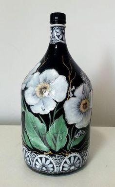 Resultado de imagem para craquelado sobre decoupage servilletas Wine Bottle Art, Painted Wine Bottles, Painted Wine Glasses, Wine Bottle Crafts, Bottles And Jars, Glass Bottles, Decorative Gourds, Jar Art, Altered Bottles