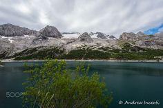 Alpine lake - null