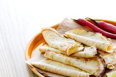 Tortilla är ju så gott och fyllningarna går att variera så oändligt. Dessa LCHF-vänliga tortilla-bröd är lätta att baka själv.