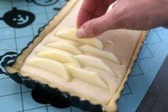 Appeltaart met mascaropone in 2019 Dutch Recipes, Apple Recipes, Sweet Recipes, Baking Recipes, Cake Recipes, Flan Cake, Pie Cake, Köstliche Desserts, Delicious Desserts