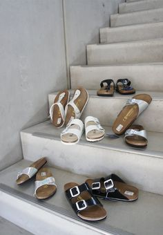 Stylish & #komfortabel durch den #Sommer mit den aktuellen Birkenstock #Modellen. #shoes #flats #schuhe #trend