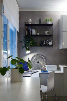 Työpiste keittiössä,  Laptop and working space in the kitchen.