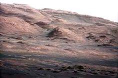 Mount Sharp, een 5,5 kilometer hoge berg in het midden van de Gale-krater.