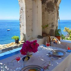 Tête-à-tête lunch in #Filicudi. Do you like it? ph LauraDibert #AeolianIslands #unesco #worldheritagesite
