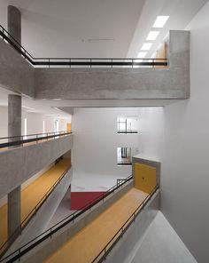 Gallery - Rainha Dona Leonor High School / Atelier dos Remédios - 32