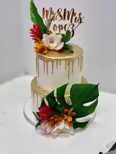 Moana Theme Birthday, 25th Birthday Parties, Luau Wedding, Wedding Cakes, Havana Nights Party Theme, Hawaii Cake, 35th Wedding Anniversary, Tiffany Wedding, Dog Cakes