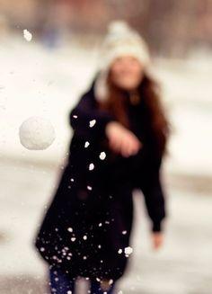 BECKONA HAVING A SNOWBALL FIGHT