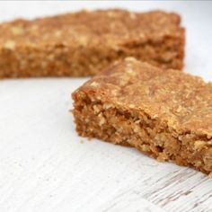 Make a break from the traditional biscuits with a deliciously easy ANZAC Slice! This ANZAC slice is the perfect lunch box treat! Baking Recipes, Dessert Recipes, Tea Recipes, Kiwi Recipes, Thermomix Desserts, Picnic Recipes, Oats Recipes, Dessert Bars, Recipes Dinner