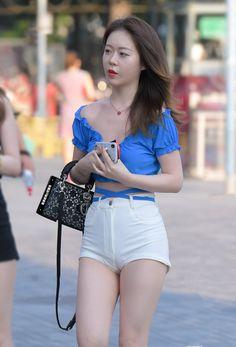 微博 Cute Little Girl Dresses, Cute Little Girls, Hot Shorts, Hot Pants, Disco Pants, Military Women, Cosmic Girls, Tights Outfit, Ao Dai