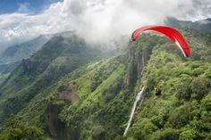 """Jose Herrera """"Fabul"""" haciendo el primer vuelo en parapente sobre Nanchititla, Estado de México"""