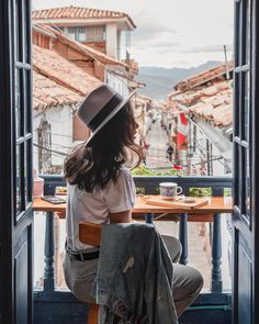 L'atelier cafe concept is a beautiful cafe located in San Blas area of Cusco Peru. Photography Poses, Travel Photography, Cafe Concept, Peru Travel, Travel Tips, Cusco Peru, Lima Peru, Machu Picchu, Photo Location