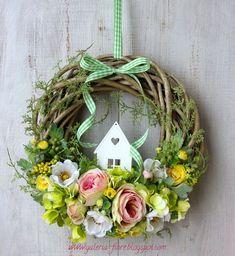 W stylu haute couture vol. Wreath Crafts, Diy Wreath, Door Wreaths, Easter Flower Arrangements, Easter Flowers, Easter Wreaths, Christmas Wreaths, Christmas Decorations, Wood Bead Garland