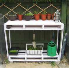 Learn how to UPCYCLE PALLETS into 20 DIY garden projects. Free tutorials, videos + safety tips for reusing wooden pallets. Planters, potting benches & more. Pallet Potting Bench, Pallet Crates, Wooden Pallets, Pallet Tables, Potting Soil, Wooden Crate Shelves, Diy Wooden Crate, Pallet Shelves, Used Pallets
