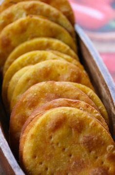 Sopaipillas -  Las sopaipillas son una comida típica chilena, que se come de aperitivo o de postre. Mi manera favorita de comerlas es con pebre. Lo ideal es comerlas recién hechas, pero tambien pueden hacerlas con anticipación y calentarlas un rato en el horno antes de comérselas.