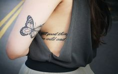 Meaning of butterfly tattoos and pictures of cute and small Butterfly Tattoo designs and images for on the wrist, shoulder, foot or lower back. Girly Tattoos, Trendy Tattoos, Sexy Tattoos, Cute Tattoos, Beautiful Tattoos, Small Tattoos, Tattoos For Women, Tatoos, Elbow Tattoos