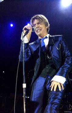 David Bowie en concert à Londres en 2002.