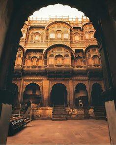 Monumental Architecture, Mughal Architecture, Ancient Architecture, Amazing Architecture, Indian Aesthetic, Amazing India, Beautiful Castles, Worldwide Travel, Rajasthan India