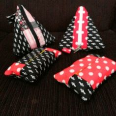 Necessaire triangular e porta lencinho de papel