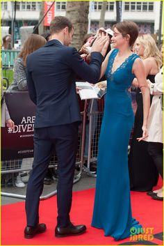Shailene Woodley Hugs Theo James on 'Divergent' European Premiere Red Carpet!   Shailene Woodley, Theo James Photos   Just Jared