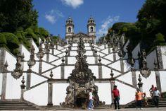 El santuario Bom Jesus do Monte en la ciudad de Braga, Portugal. Su estilo es barroco y su construcción es del año 1373.