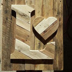 16 inch letter L done in mix and match browns :) Pallet Letters, Rustic Letters, Wood Letters, Pallet Crafts, Pallet Art, Wood Crafts, Scrap Wood Projects, Diy Pallet Projects, Window Box Flowers