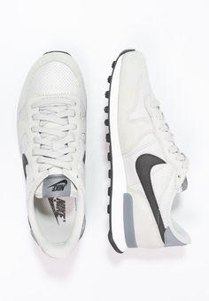 INTERNATIONALIST - Matalavartiset tennarit - light bone black cool grey -  Zalando.fi. Nike SportswearNike ... f60f584d44