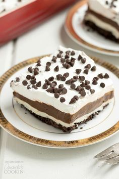 This Mocha Lush recipe is a light, airy and cool dessert that serves up delicious, chocolatey, mocha flavor. One-pan Mocha Lush is perfect for potlucks! Chocolate Layer Dessert, Chocolate Lasagna, Chocolate Desserts, Summer Dessert Recipes, Fun Desserts, Holiday Recipes, Lush, Mocha Recipe, Easy Lasagna Recipe