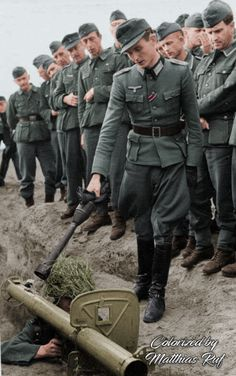 German Soldiers during Anti-Tank training with the Panzerschreck. Colorized Photos, Ww2 Photos, Ww2 Pictures, German Soldiers Ww2, German Army, Germany Ww2, German Uniforms, War Photography, Panzer
