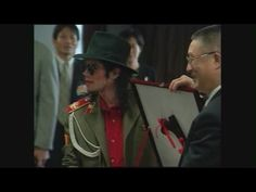 Michael Jackson arrives at Heathrow airport june 14, 2002 - YouTube