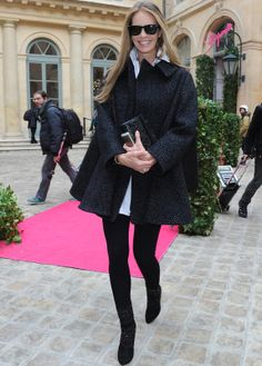 Elle Macpherson Black swing coat and Raybans #cozy effortless chic