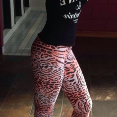 Another happy Kast Australia girl - if you haven't worn a pair of Kast Australia Fitness Wear yet you are missing out - Get yours at www.kastaustralia.com #dancing #danceinstructor #yogainstructors #yogainstructor #yoga #pilates #printedpants #printedtights #printedleggings #pilatesinstructor #fashion #fun #fit #fitness #fitwear #fitnesswear #fitnessinstructor #brazilianfitnesswear #brazilianprintedtights @kastfitwear @kastfitnesswear @kastaustralia @kasttights