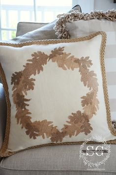 FALL NO SEW BURLAP LEAF PILLOW DIY  --- or change up the colors & shapes for Christmas