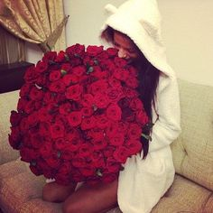 Image uploaded by Lyann ♛. Find images and videos about girl, flowers and red on We Heart It - the app to get lost in what you love. Friendship Symbols, Girls Rules, Flowers Online, Material Girls, Rose Bouquet, My Flower, Girly Things, Happy Things, Red Roses