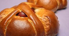 Portuguese Sweet Bread known as Folares. Portuguese Sweet Bread, Portuguese Desserts, Portuguese Recipes, Portuguese Food, Pastry Recipes, Cooking Recipes, Bread Recipes, Cooking Tips, Easter Bread Recipe
