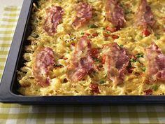 Rezept für Blitz-Nudelauflauf bei Essen und Trinken. Ein Rezept für 6 Personen. Und weitere Rezepte in den Kategorien Eier, Gemüse, Käseprodukte, Kräuter, Milch + Milchprodukte, Nudeln / Pasta, Schwein, Hauptspeise, Kinderrezepte, Auflauf / Überbackenes, Backen, Dünsten, Gratinieren / Überbacken, Kochen, Italienisch.