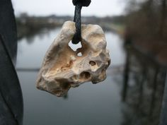 Ketten mittellang - Hühnergott - Talisman aus dem Meer, Stein mit Loch - ein…