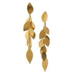 Des épis de blé, des feuilles de laurier, de ginkgo trempés dans l'or... Autant de pièces de charme d'inspiration naturaliste, à accrocher à ses oreilles ou à ses poignets, pour se rêver ailleurs sous un ciel baigné de lumière.
