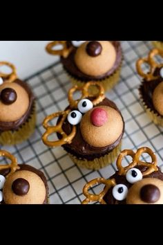 Cute reindeer cupcakes! Perfect for Christmas party