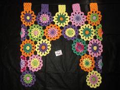 Linda cortina florida em crochê confeccionada com linha 100% algodão.  Tamanho 70x70.  Feito na medida e na cor desejada. R$ 80,00