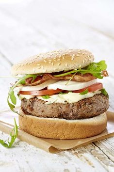 Hamburger à l'italienne pancetta-mozzarella Croque Mr, Charcuterie, Mozzarella, Hamburgers, Calories, Salmon Burgers, Sandwiches, Tacos, Toast